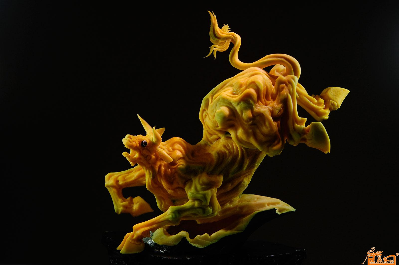 名家 孔令海 国画 - 食品雕刻动物作品-作品:《牛》 原料:南瓜